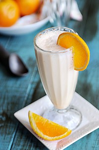 Go Green With Sunkist Valencia Oranges {Recipe: Creamy Orange Milkshake}