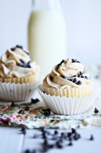 FRENCH VANILLA CUPCAKES WITH CHOCOLATE CHIP COOKIE DOUGH FROSTING