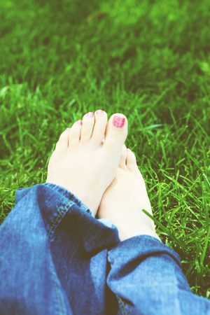 Bare Feet {Giveaway: Sandal Essence Dry Heel Hydration} CLOSED